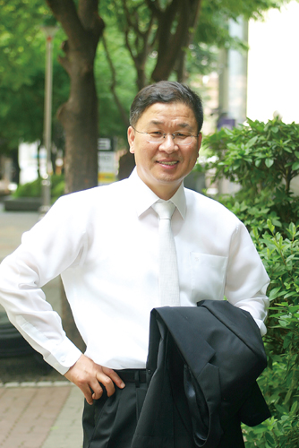The CEO of Myungdong International company, Jun Joo sung