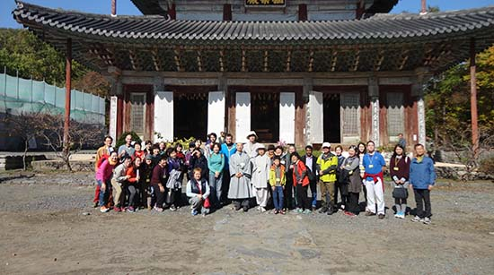International Students are Joining in a Korean Temple Tour