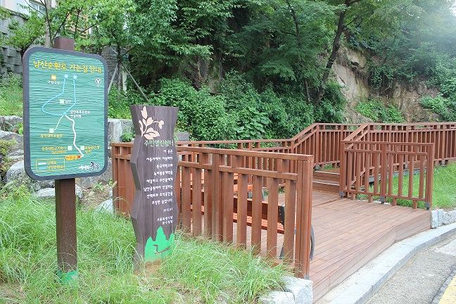 A Walking Trail from Chungmuro Station to Namsan Mountain Is Built