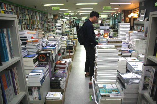 Movements Spread to Find Alternatives to Over Priced University Textbooks