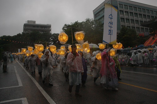 Lotus Lantern Parede 2018 Was Held in The Rain